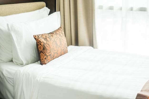 lit avec oreillers t l charger des photos gratuitement. Black Bedroom Furniture Sets. Home Design Ideas