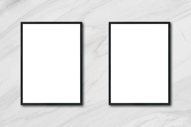 mock up cadre photo vierge suspendu sur le mur en marbre blanc dans la salle peut tre utilis. Black Bedroom Furniture Sets. Home Design Ideas