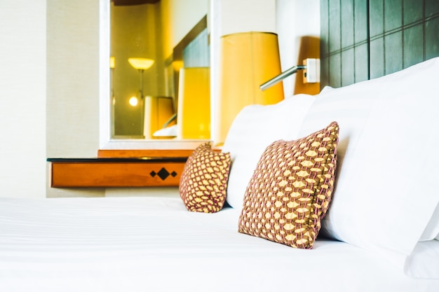 oreiller au lit avec lampe l g re t l charger des photos gratuitement. Black Bedroom Furniture Sets. Home Design Ideas