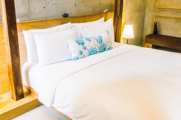 oreiller sur le lit t l charger des photos gratuitement. Black Bedroom Furniture Sets. Home Design Ideas