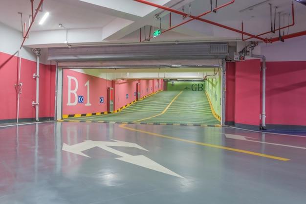 Parking b1 lot t l charger des photos gratuitement for Stationnement devant garage sans panneau