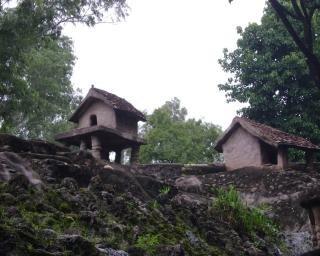 Petite maison avec de la roche t l charger des photos gratuitement for Petite maison luxueuse