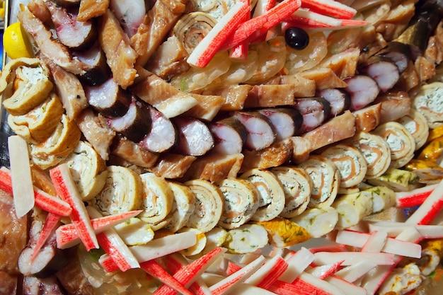 Poisson sur banquet en buffet t l charger des photos for Poisson rouge vacances nourriture