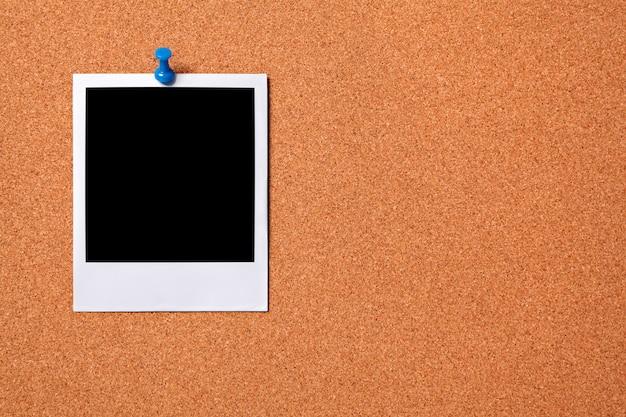 polaroid impression photo pingl e sur un panneau de li ge. Black Bedroom Furniture Sets. Home Design Ideas