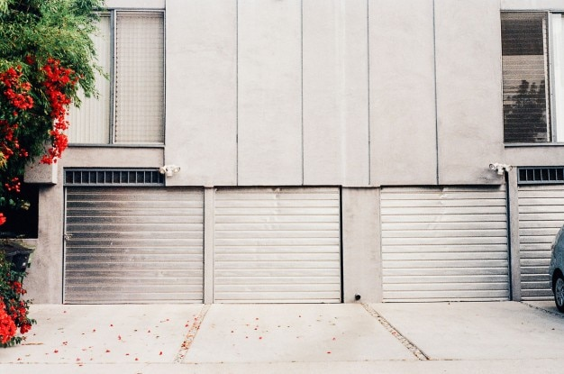 Portes de garage en aluminium t l charger des photos for Porte garage en aluminium