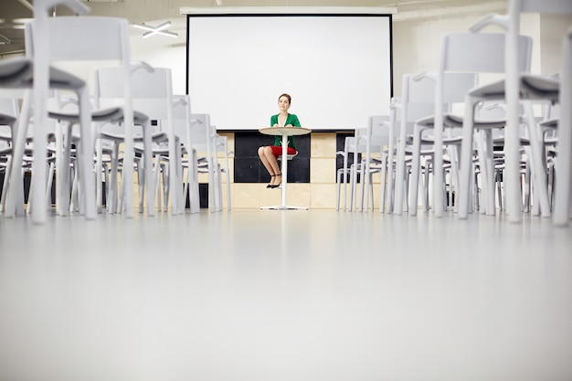 Professeur dans la salle de conférence Photo Premium