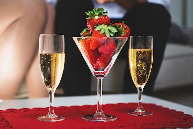 """Résultat de recherche d'images pour """"coupe de champagne st valentin photo libre de droit"""""""