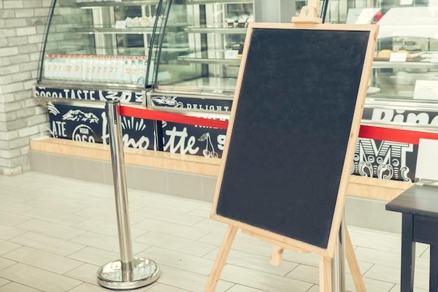 Tableau noir vide d 39 un restaurant t l charger des for Tableau noir restaurant