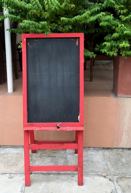 tableau noir vierge pour menu en restaurant t l charger des photos premium. Black Bedroom Furniture Sets. Home Design Ideas