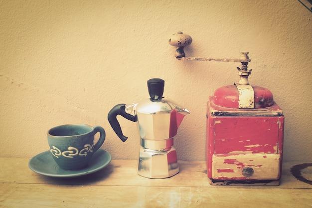 Tasse de caf avec une cafeti re et un broyeur t l charger des photos gratu - Cafetiere avec broyeur de cafe ...