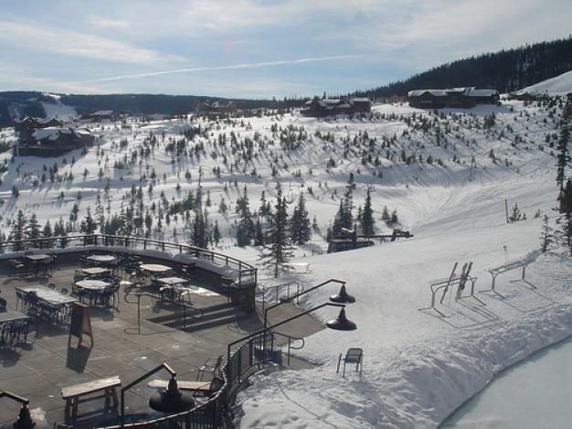 Terrasse de la station de ski Photo gratuit
