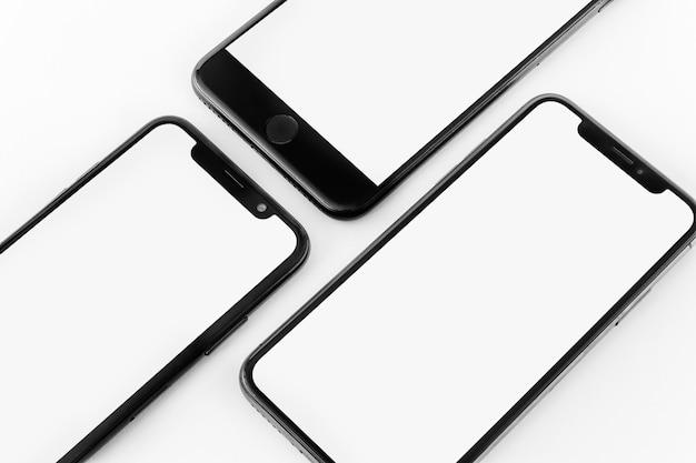 Trois smartphones Photo gratuit