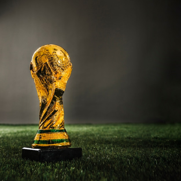 Trophée de coupe d'or de football Photo gratuit