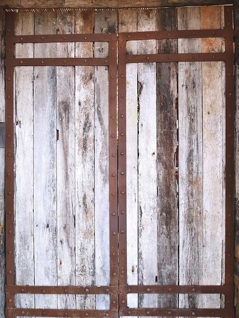 vieille porte de planches en bois vintage avec cadre en. Black Bedroom Furniture Sets. Home Design Ideas