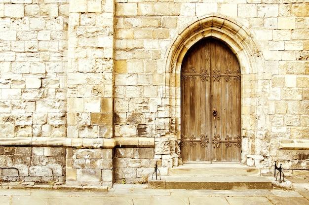 Vieille porte du château Photo gratuit