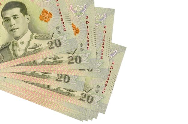 20 banconote baht thailandesi si trovano in un piccolo mazzo o pacchetto isolato su bianco. concetto di cambio valuta e affari Foto Premium