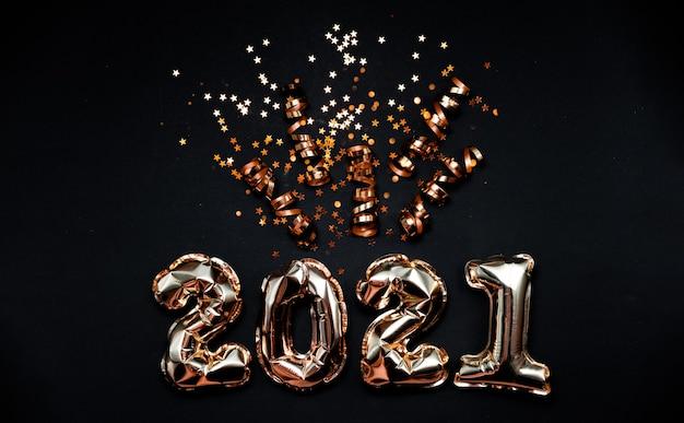 2021 numeri di palloncini in lamina d'oro con coriandoli Foto Premium