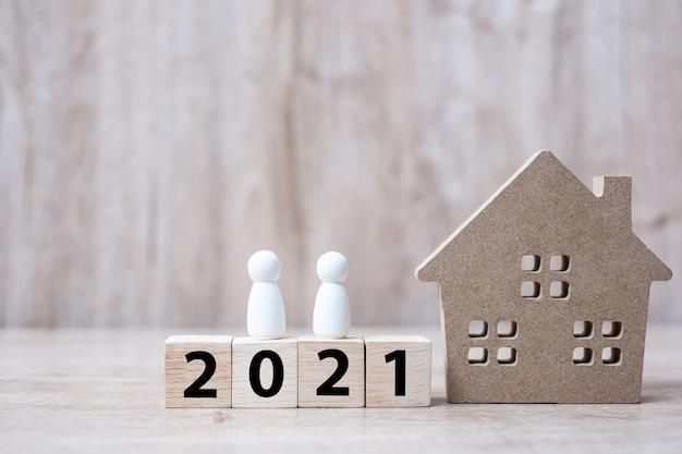 Felice anno nuovo 2021 con modello di casa Foto Premium