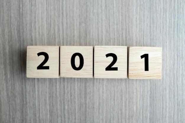 2021 blocchi di cubi di legno del nuovo anno Foto Premium