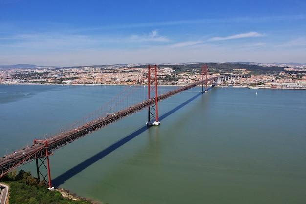 25 aprile bridge, lisbona, portogallo Foto Premium