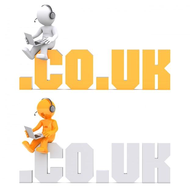 Personaggio 3d seduto sul segno di dominio .co.uk. Foto Premium