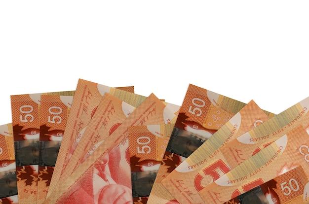 50 banconote in dollari canadesi si trovano sul lato inferiore dello schermo isolato. modello di banner di sfondo per concetti di business con i soldi Foto Premium