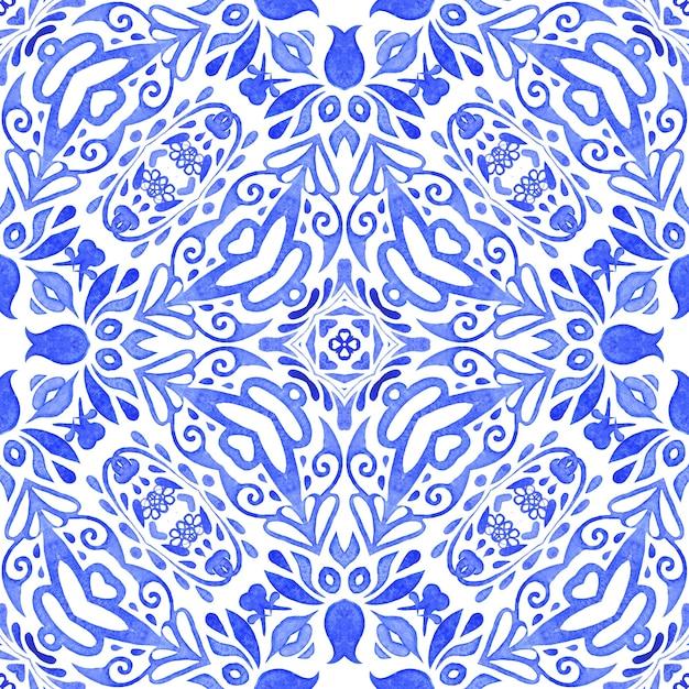 Astratto blu e bianco mano piastrelle disegnate seamless ornamentali pittura ad acquerello pattern. può essere utilizzato come cartolina di natale o sfondo, tessuto e piastrelle di ceramica, stoviglie Foto Premium