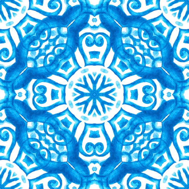 Astratto blu e bianco mano piastrelle disegnate seamless ornamentali pittura ad acquerello pattern. Foto Premium