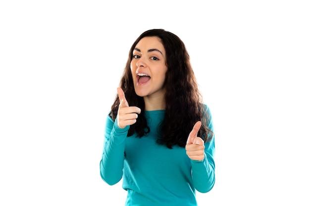 Adorabile ragazza adolescente con maglione blu isolato su un muro bianco Foto Premium