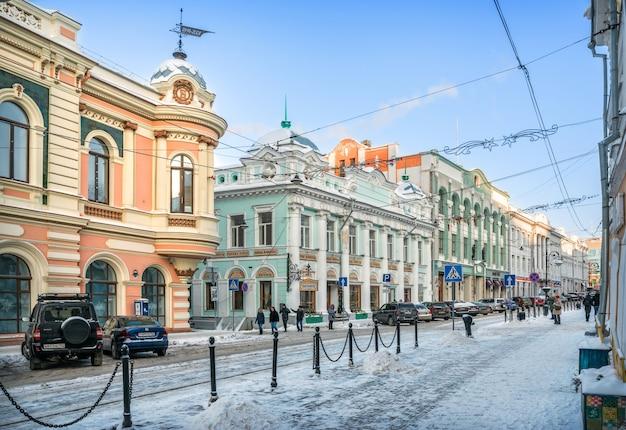 Antichi edifici su rozhdestvenskaya street a nizhny novgorod Foto Premium