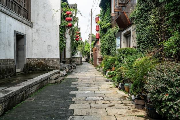Antiche costruzioni della città e strade a nanchino, cina Foto Premium