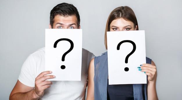 Domanda anonima, uomo e donna. problemi e soluzioni. ottenere risposte. Foto Premium