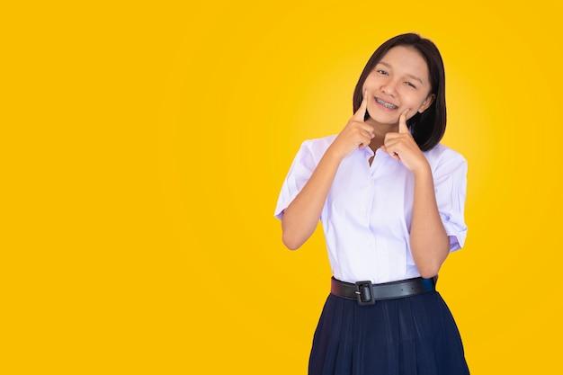 Studente asiatico in uniforme. Foto Premium