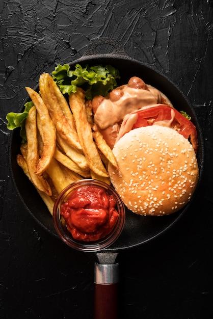 Assortimento con gustoso hamburger Foto Premium