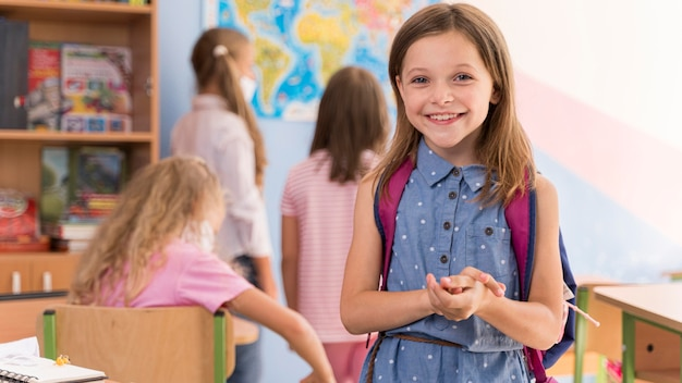 Ritorno a scuola durante il concetto covid Foto Premium