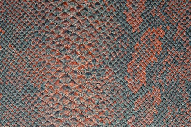 Texture di sfondo della pelle di serpente rosso e verde brillante Foto Premium