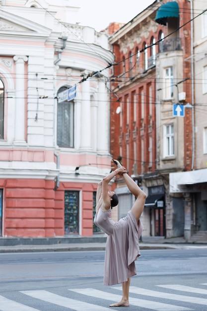 Ballerina allungata in spago in città Foto Premium