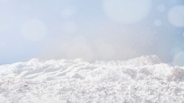 Banca di neve e fiocchi di neve Foto Premium