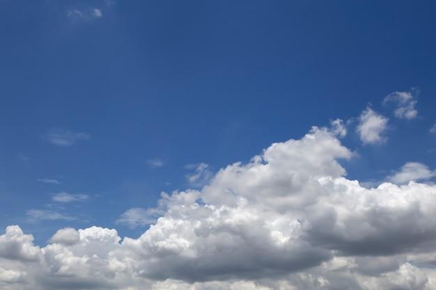 Bel cielo blu Foto Premium