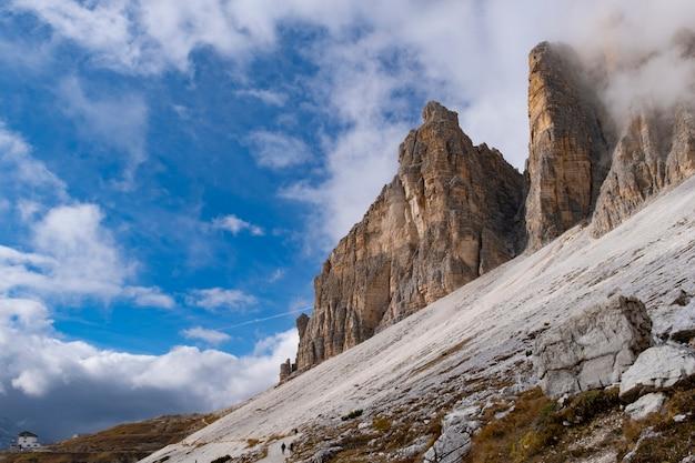 Bella vista del paesaggio al rifugio auronzo dolomiti italia. Foto Premium