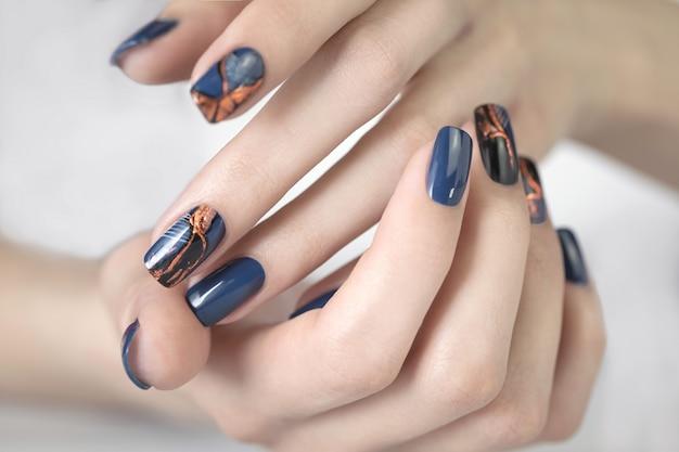 Bellissimo manicure per unghie. Foto Premium
