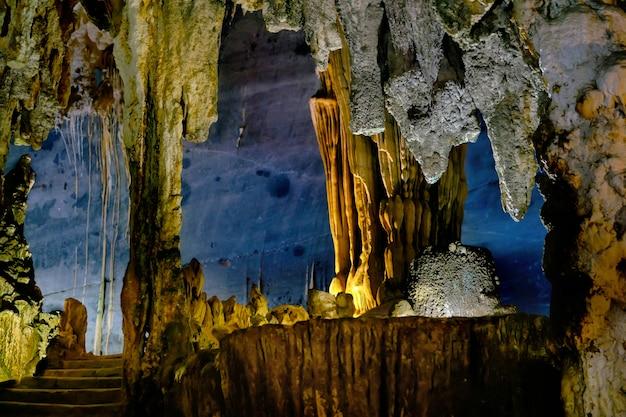 La bella caverna di phong nha nel vietnam Foto Premium