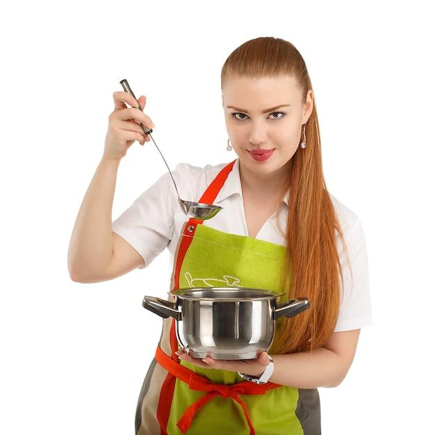 Bella giovane donna sexy che cucina pasto fresco isolato su bianco Foto Premium
