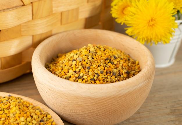 Grani di polline d'api o pane d'api Foto Premium