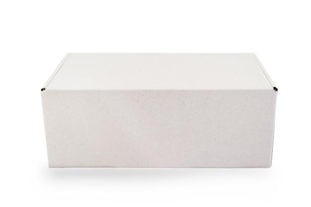 Scatola di cartone bianca di imballaggio vuota isolata su sfondo bianco con linea di taglio pronta per la progettazione del prodotto Foto Premium