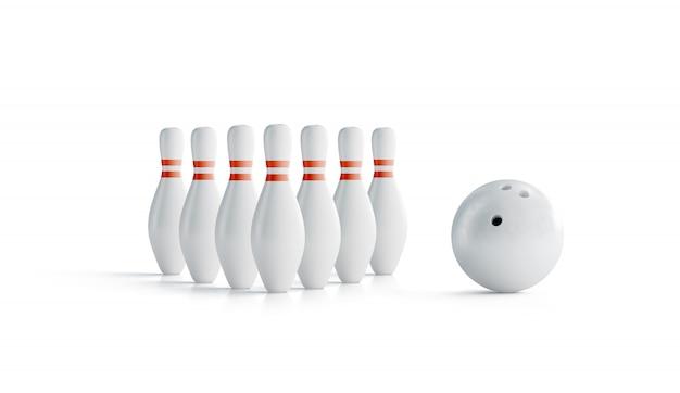 Bianco bianco con strisce rosse bowling birilli e palla set Foto Premium