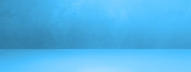 Insegna interna concreta blu della priorità bassa. scena modello vuoto Foto Premium