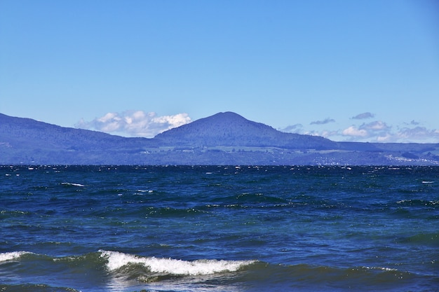 Blue lake taupo in nuova zelanda Foto Premium