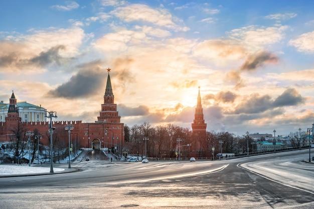 Borovitskiye cancelli del cremlino di mosca Foto Premium