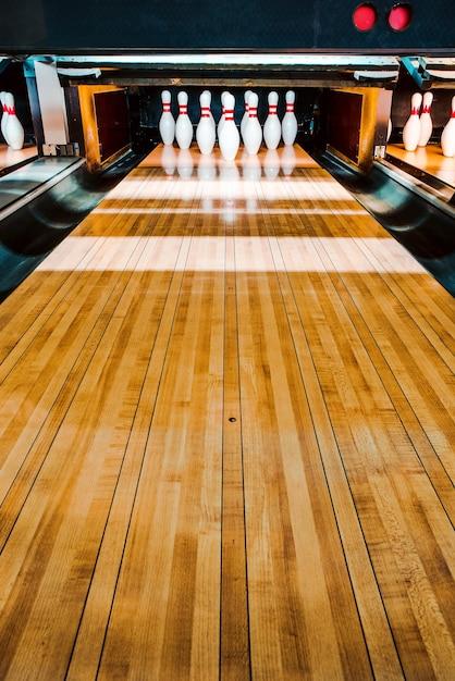 Sala da bowling. perni. Foto Premium